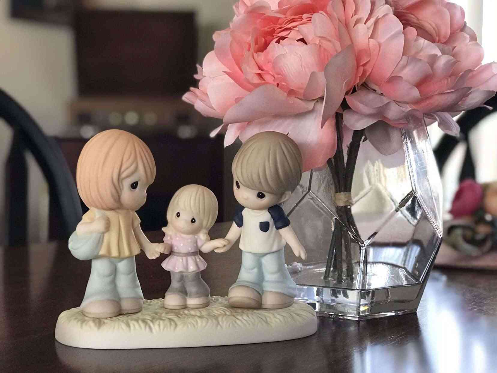 precious-moments-figurine-of-mother-father-daughter-for-mother's-day-teachworkoutlove.com