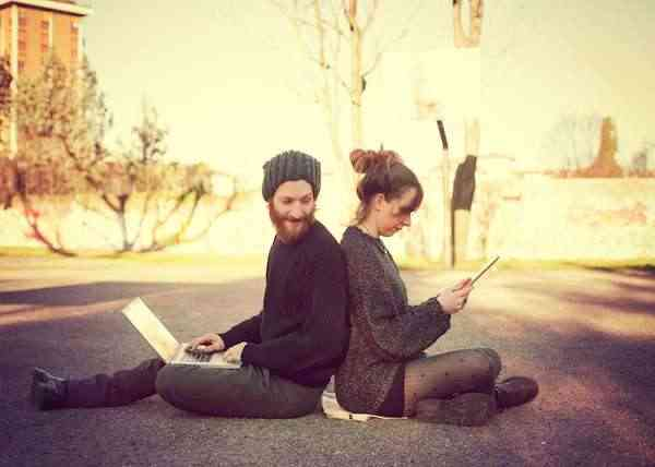 couple-love-online-dating-friendship-technology