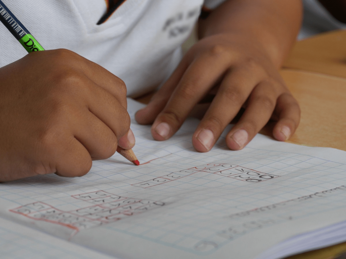 doing-homework-with-kids-contributes-to-children's-education