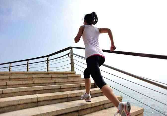 woman-climbing-stairs-exercises-for-working-moms