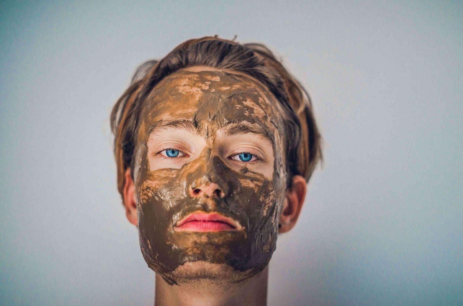 woman-with-oatmeal-face-mask-for-skin-tightening