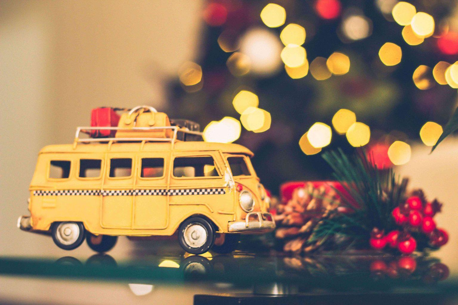shopping-bags-on-bus-ornament