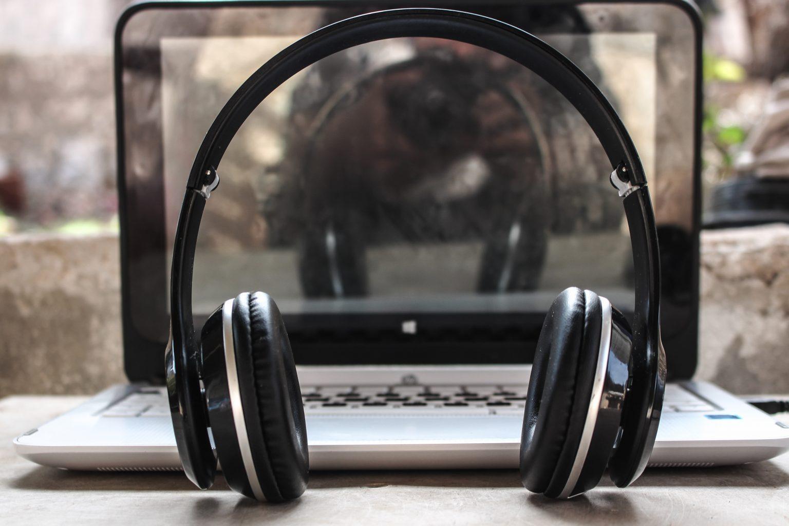 working-mom-headphones