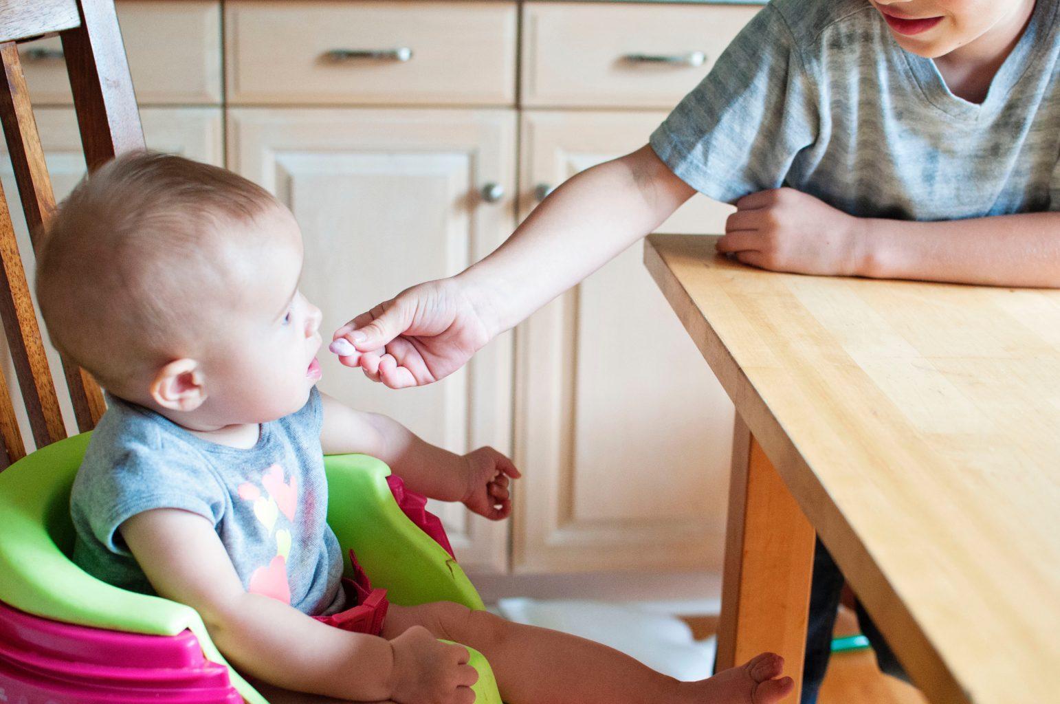 baby-eating-healthy-foods