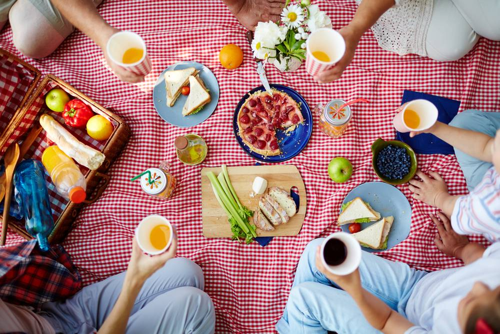 healthy picnic food and drinks