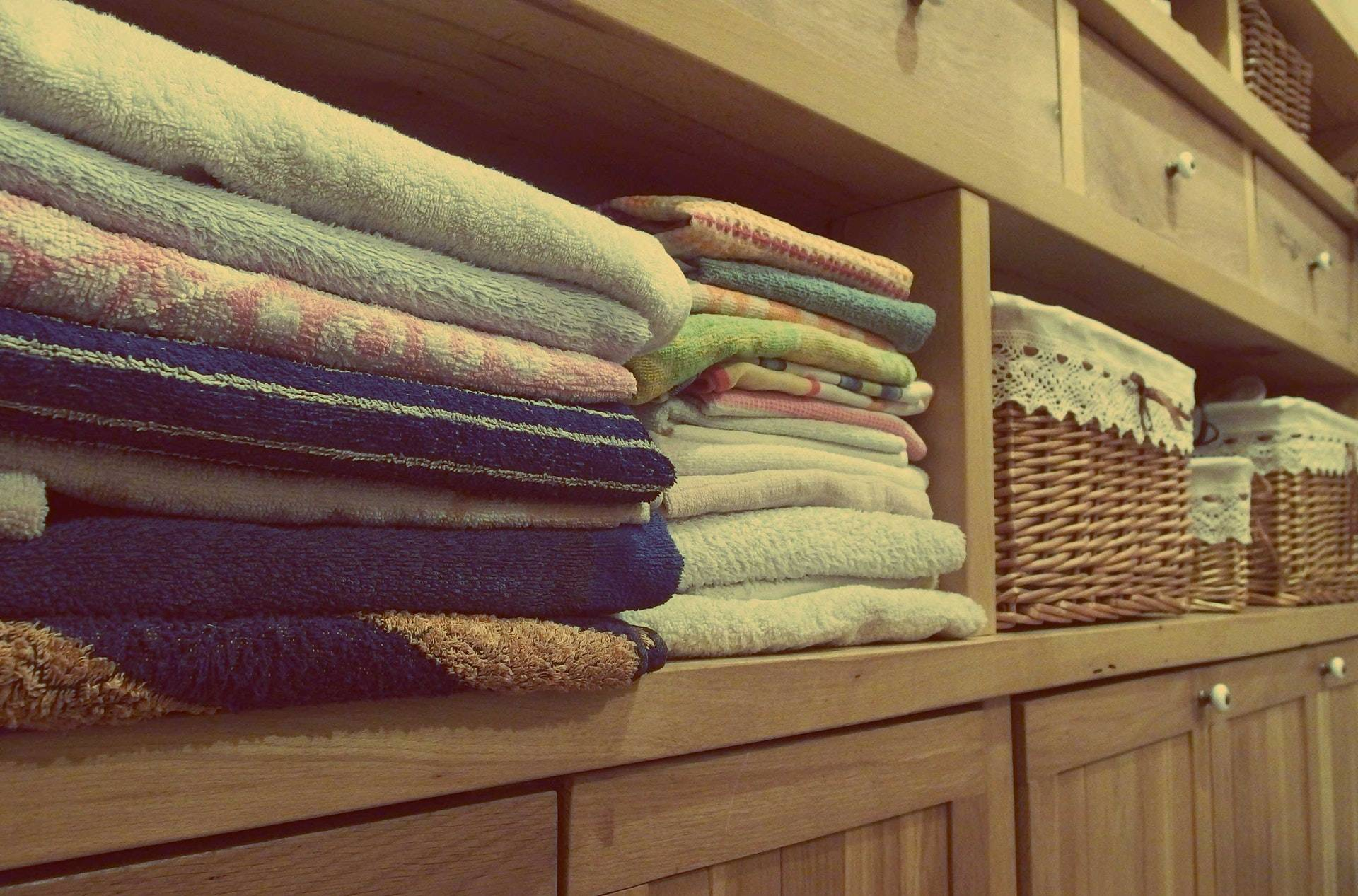 clean towels and baskets
