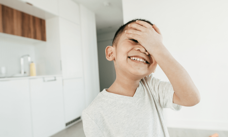 4 Easy Tips for Moms to Nurture Your Shy Kid