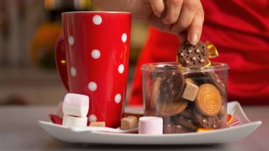 3 Tips to Not Eating All The Cookies This Holiday
