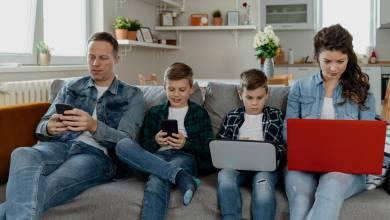 How Cell Phones Affect Family Relationships & How To Fix It